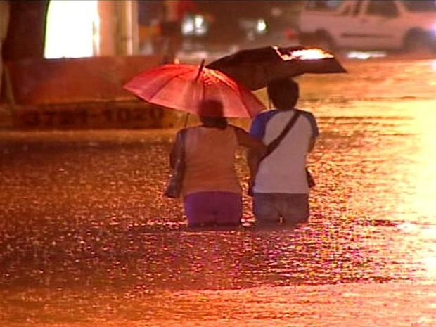 chuva colatina espírito santo (Foto: Reprodução/ TV Gazeta)