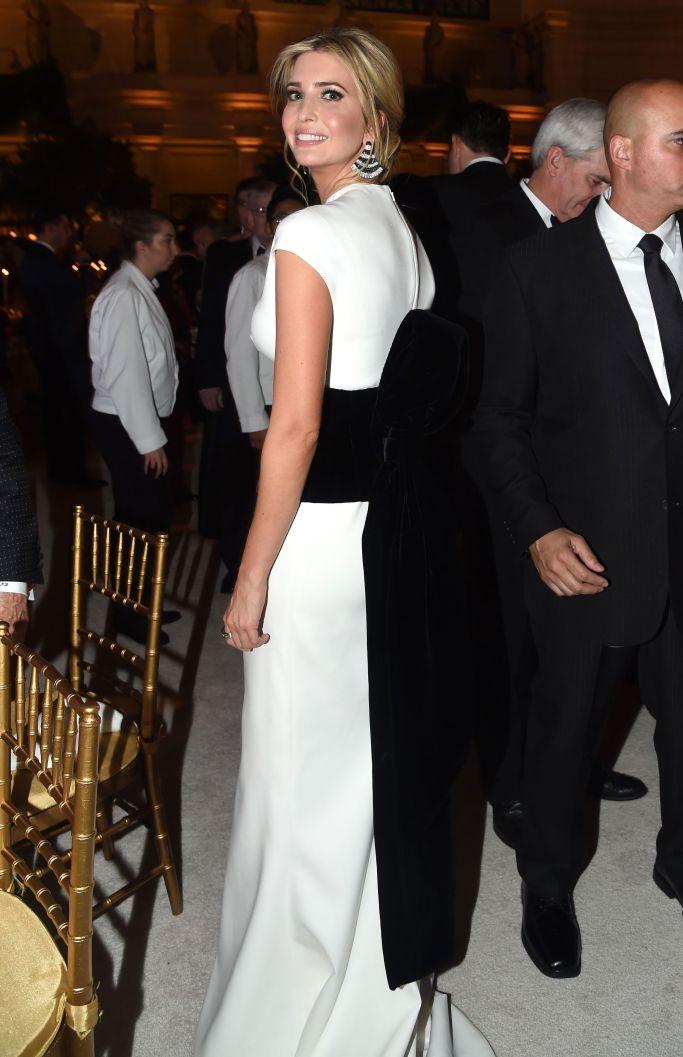 Ivanka Trump veste Carolina Herrera (Foto: Reprodução/WWD)