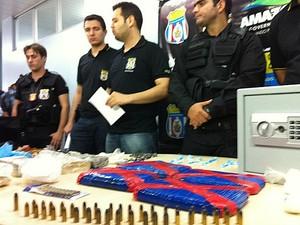 Operação apreendeu armas, munições e dinheiro (Foto: Patrick Mota/Rádio Amazonas FM)