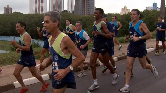 Participantes treinam para a Corrida Integração (Foto: Reprodução/EPTV)