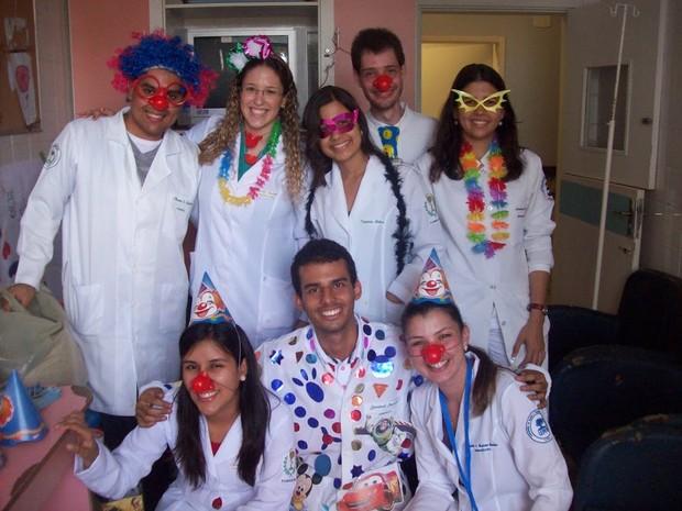 'Farmacêuticos da Alegria' orientam, de forma divertida, crianças e idosos  (Foto: Arquivo Pessoal)