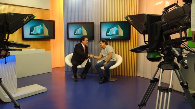 Marcos Frota no Jornal da Tribuna 1ª edição (Foto: Fernanda Maciel)
