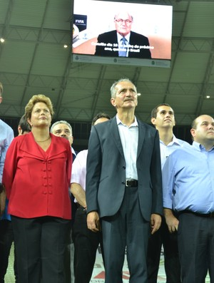 Dilma acompanha mensagem do presidente da Fifa, na inauguração do Castelão (Foto: Diego Morais/Globoesporte.com)