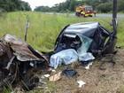 Duas pessoas morrem após carro bater contra poste na rodovia BR-376