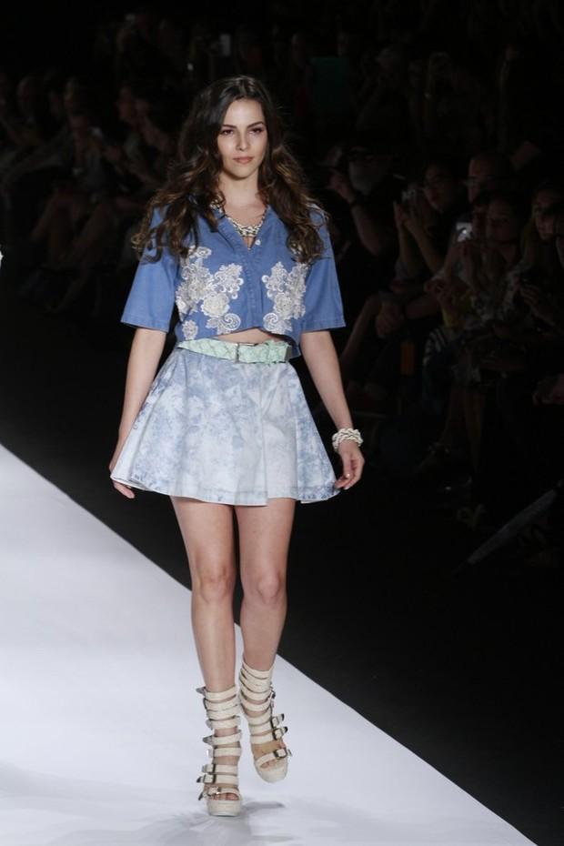 Tainá Müller desfila no Fashion Rio (Foto: Isac Luz / EGO)