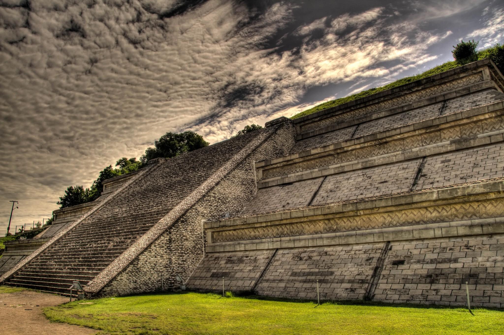 Pirâmide de Tepanapa, no México, é a maior do que as famosas pirâmides do Egito (Foto: Ronald Woan/Flickr)
