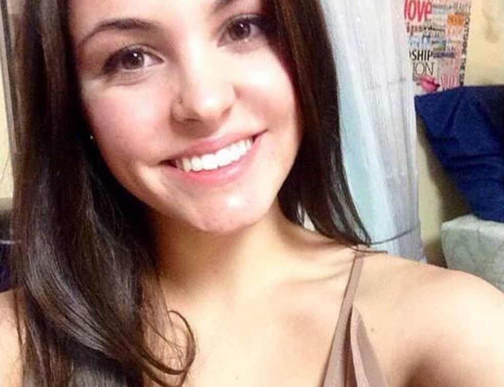 Caitlin Nelson, de 20 anos, morreu após se engasgar durante uma competição de comer panquecas (Foto: Reprodução/Facebook/Caitlin Nelson)