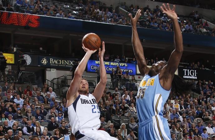 Chandler Parsons Mavs x Nuggets NBA (Foto: Getty)