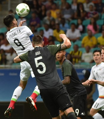 Oribe Peralta gol México (Foto: AFP)
