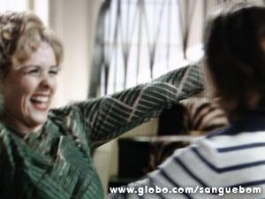 Bárbara é só alegria com a filha (Foto: Sangue Bom/TV Globo)