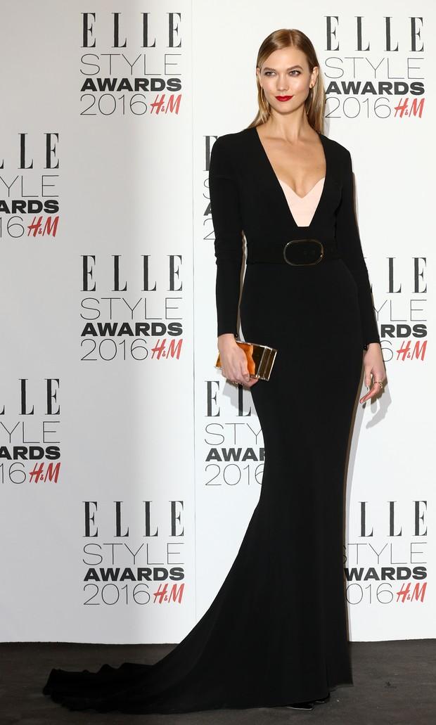 Karlie Kloss em premiação em Londres, na Inglaterra (Foto: Justin Tallis/ AFP)