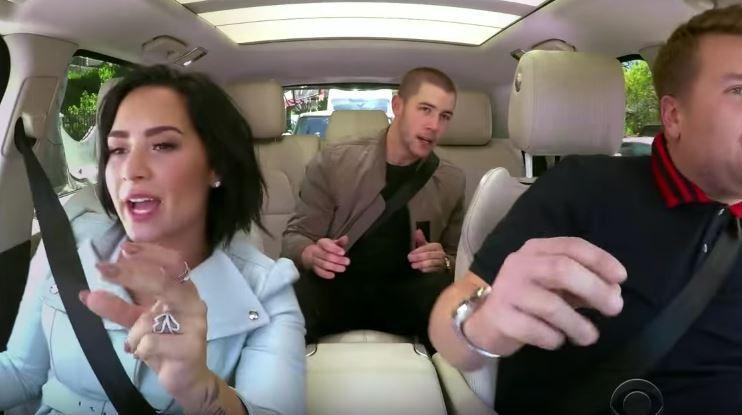 James Corden com Demi Lovato e Joe Jonas (Foto: Reprodução)