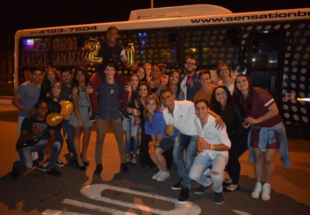 Angelo Assumpção comemora 21 anos ao lado de amigos e familiares (Foto: Divulgação)