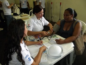 Mulheres receberam atendimento médico no Ação Global, em Natal (Foto: Jocaff Souza/G1)