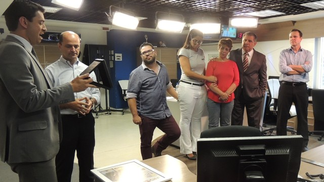 Apresentador Mário Motta foi homenageado pelos colegas da RBS TV (Foto: RBS TV/Divulgação)