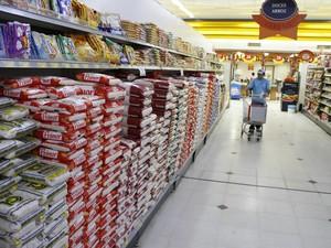 Paraense também paga mais pelo quilo do arroz.  (Foto: Elivaldo Pamplona/O Liberal)