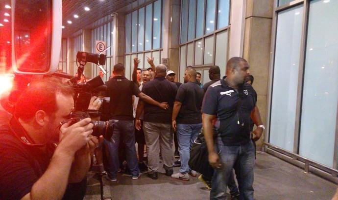 Desembarque Botafogo (Foto: Gustavo Rotstein)