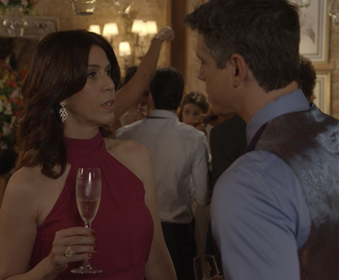 Karen dá uma nova chance ao amor (Foto: TV Globo)