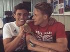 Tom Daley ganha declaração do noivo após conquistar bronze na Rio 2016