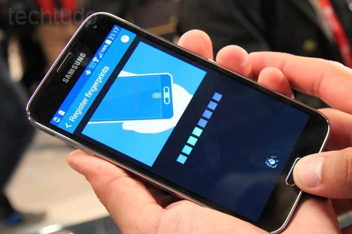 Galaxy S5, que traz como uma das novidades um leitor de digitais, será anunciado no Brasil nesta quarta-feira, em São Paulo (Foto: Isadora Díaz/TechTudo)