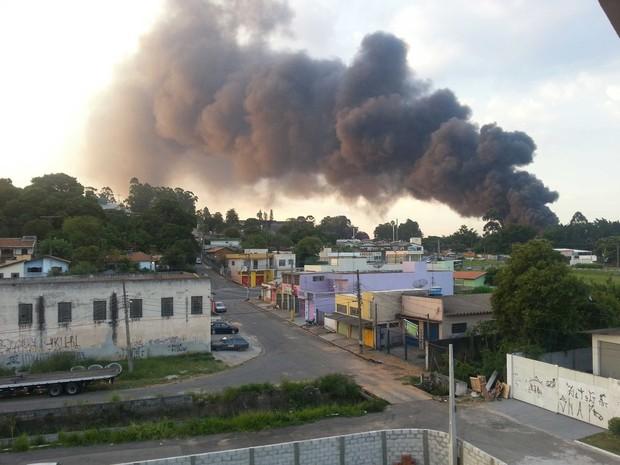 A fumaça poderia ser vista a quilômetros de distância (Foto: Kelli Carreiro/Tem Você)