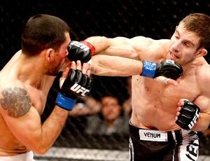 Phil Harris luta contra Ulysses Gomez UFC  (Foto: Getty Images)