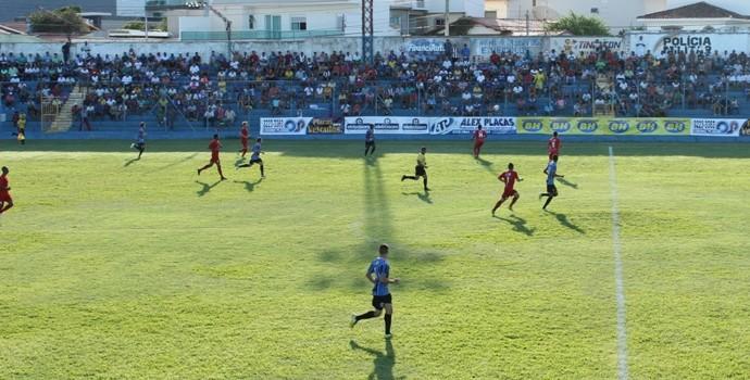 Bom público acompanhou a partida entre Montes Claros e Tricordinao (Foto: Ricardo Gumarães/Assessoria do MCFC)