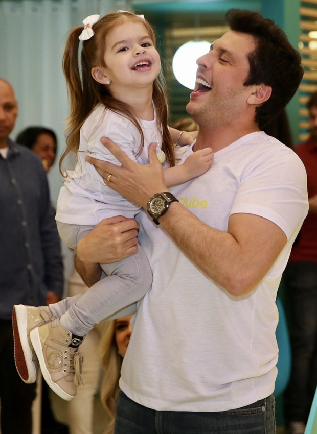 Wellington Muniz se diverte com a filha, Valentina (Foto: Manuela Scarpa/Brazil News)