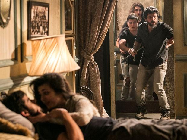 Gael, Duca, Karina e Pedro encontram Cobra e Jade (Foto: Raphael Dias / Gshow)