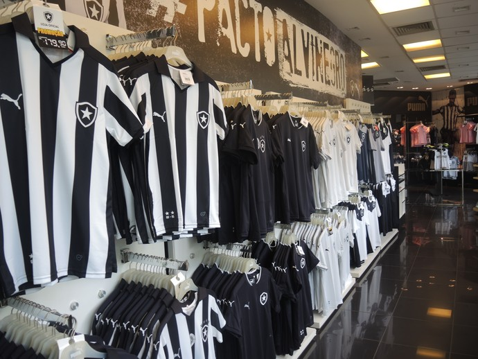 57e43e86a1b61 Disputa comercial impede loja oficial de vender nova camisa do Botafogo