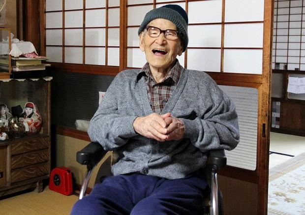 Jiroemon Kimura em 15 de outubro (Foto: AFP)