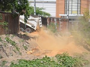 Shopping afirmou que caminhão estava ajudando na limpeza do Rio, em parceria com a prefeitura (Foto: Walter Paparazzo/G1)