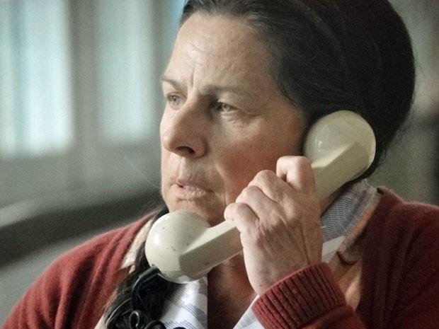 Angélica não sabe que está cometendo uma injustiça com Virgílio (Foto: Amor Eterno Amor/TV Globo)