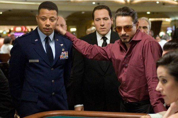 Terrence Howard e Robert Downey Jr. em 'Homem de Ferro' (2008) (Foto: Reprodução)