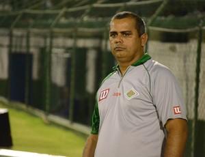 Técnico Antonio Carlos Roy, Cabofriense (Foto: Léo Borges)
