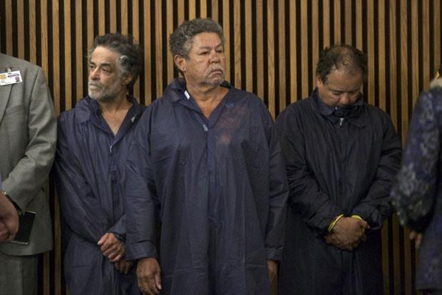 Ariel Castro (à direita), principal suspeito, e seus irmãos Pedro (centro) e Oneil compareceram em audiência nesta quinta-feira em Cleveland (Foto: John Gress/Reuters)