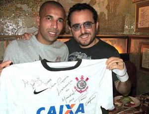 Emerson Sheik do Corinthians em restaurante (Foto: Leandro Canônico)