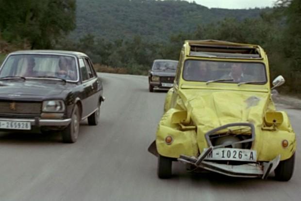2CV preparado escapa de Peugeots 304 em Somente para os seus olhos (Foto: Divulgação)