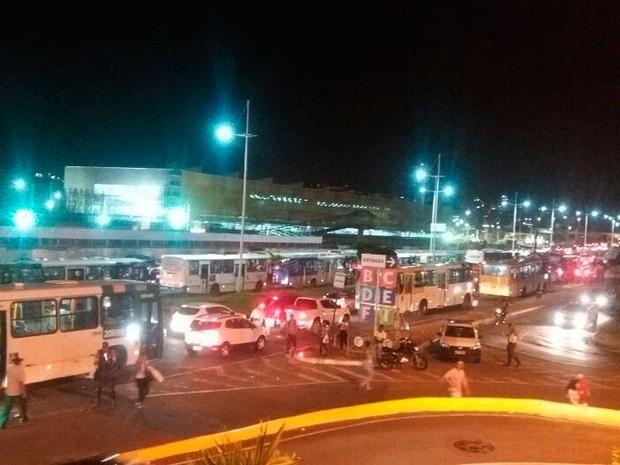 Motoristas em congestionamento na Av. ACM sentido a Av. Tancredo Neves (Foto: Alex de Paula/G1 BA)
