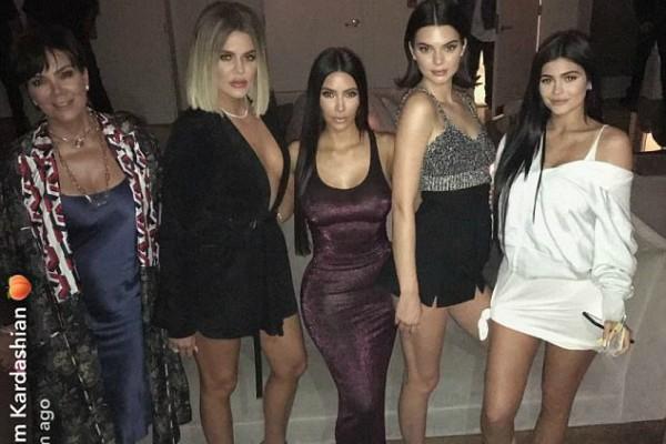 Kris Jenner, Khloé e Kim Kardashian, Kendall Jenner e Kylie  (Foto: Reprodução/Snapchat)