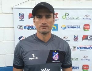 Edson Júnior, técnico do Trindade (Foto: Guilherme Gonçalves/GloboEsporte.com)