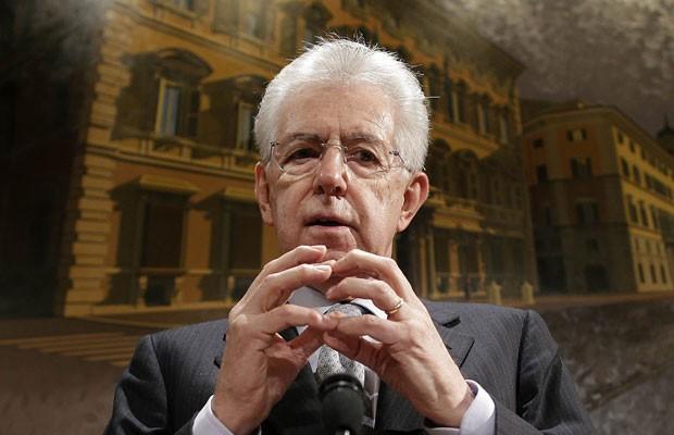 Mario Monti, durante entrevista para jornalistas em Roma, nesta sexta-feira (28) (Foto: Tony Gentile/Reuters)