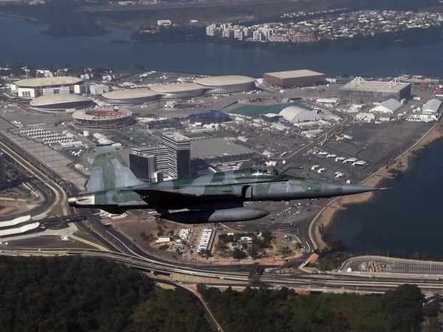 Aeronave sobrevoa Parque Olímpico em teste para evento (Foto: André Durão/ Globoesporte.com)