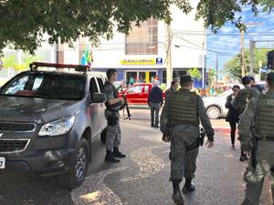 Banco do Brasil - Batalhão de Operações Especiais e de Choque da PM estão no local (Foto: Graziela Rezende/G1 MS)