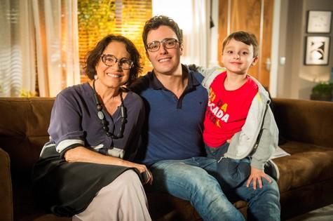 Regina Duarte, Thiago Rodrigues e o filho, Gabriel (Foto: João Miguel Júnior/TV Globo)