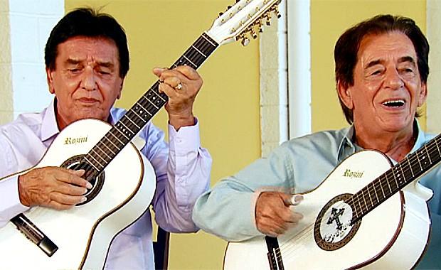 A dupa Craveiro e Cravinhos canta 'Franguinho na Panela' no Caminhos da Roça (Foto: Reprodução / EPTV)