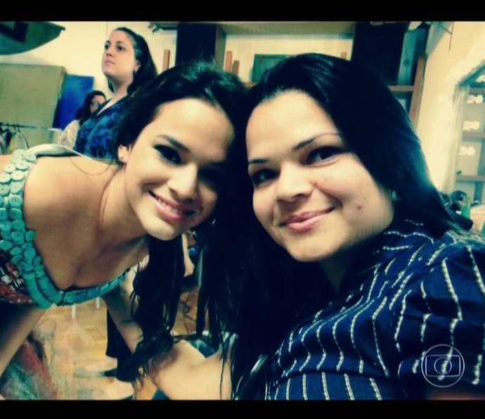 Bruna Marquezine e a mãe Neide Maia (Foto: TV Globo)