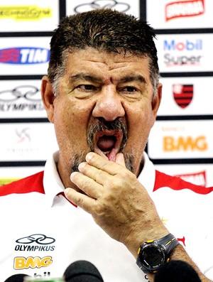 Joel Santana na coletiva do Flamengo (Foto: Cezar Loureiro / Agência O Globo)