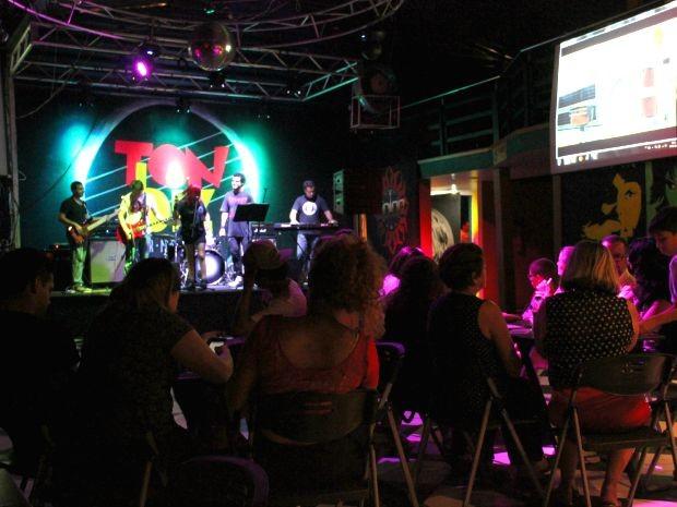 Programação contou com banda criada especialmente para homenagear jornalista (Foto: Jamile Alves/G1 AM)