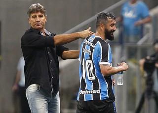 Douglas e Renato na Arena (Foto: Lucas Uebel / Grêmio, DVG)